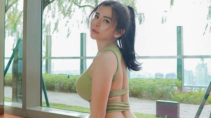 Maria Vania Pamer Tato di Punggul, Disebut Mirip Tato Maria Ozawa Miyabi, Ada Istri Cari Komen Suami