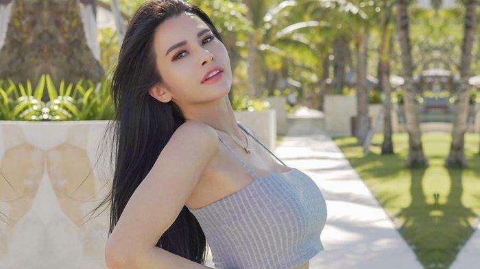 Maria Vania Penasaran dengan Cairan, Dihisap Baru Terasa, Netizen Penasaran dengan Tato Maria Vania