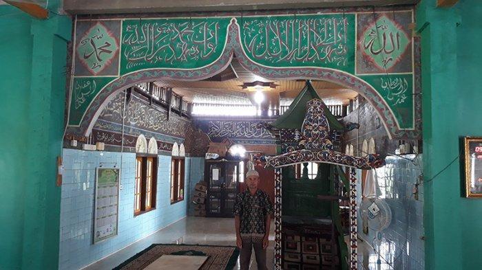 Hitungan Anak Tangga Selalu Berbeda,Pesona Mimbar Berusia Ratusan Tahun di Masjid Jamik Koto Pangean