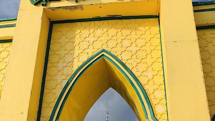 Usia Masjid Syahabuddin Seabad, Dibangun Masa Sultan Syarif Kasim II, Kaum Ibu Timbun Tanah Pondasi