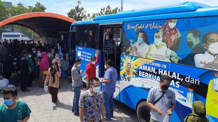 Lapor Pak Wali, Warga Berdesakan untuk Dapatkan Vaksin Covid-19 di RS Madani, Prokes Dilanggar?