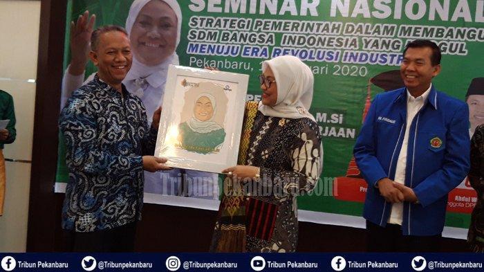 Menaker ke Riau, Dorong Angkatan Kerja Kompeten, Ida Fauziyah: Mahasiswa Harus Ikut Aneka Pelatihan