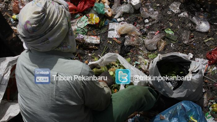 Warga Pergoki Asisten Rumah Tangga Mengais Tong dan Makan Sampah, Terkuak Fakta Memilukan