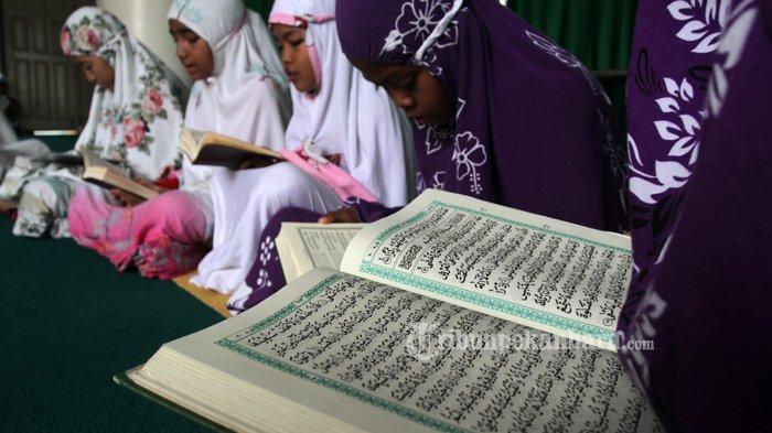 Bacaan Surat Al Mulk, Al Quran Surat AL Mulk, Keutamaan Membaca Surat AL Mulk.