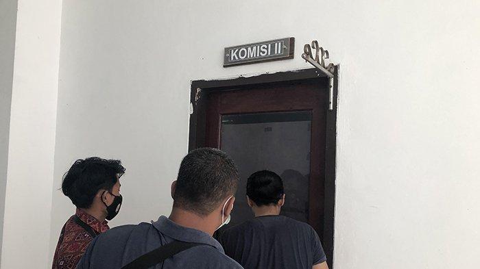 Cuma Bisa Mengintip,Wartawan Disuruh ke Luar Ruangan Saat DPRD Hearing dengan Pemkab Siak,Bahas Apa?