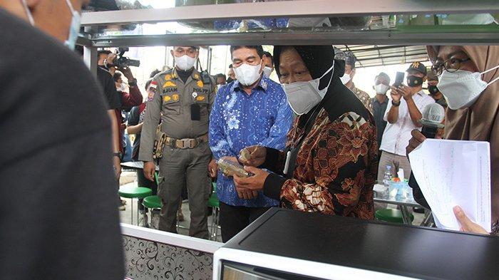 Menteri Sosial Tri Rismaharini saat mengunjungi Balai Anak Rumbai Pekanbaru, Selasa (31/8/2021).