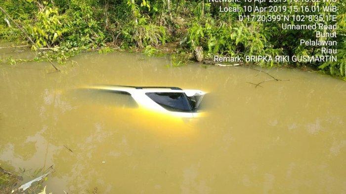 Pengendara Motor Tewas, Fortuner Masuk Parit, Kecelakaan Lalulintas di Bunut Pelalawan