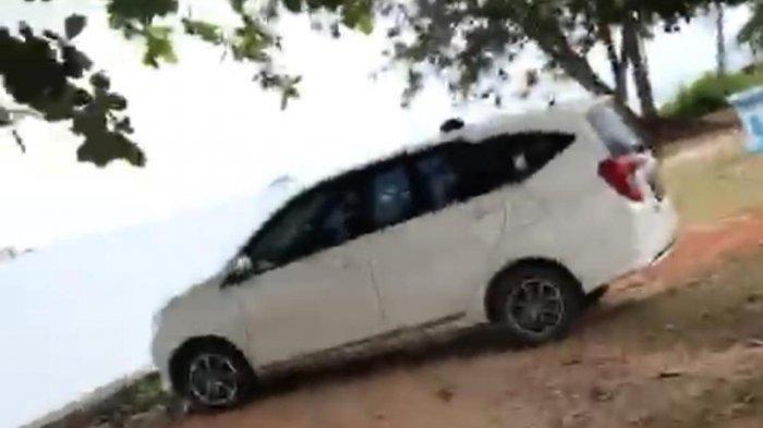Sedang Bercocok Tanam di Dalam Mobil, Pasangan Mahasiswa Ini Tak Sadar Ada Polisi, Begini Jadinya