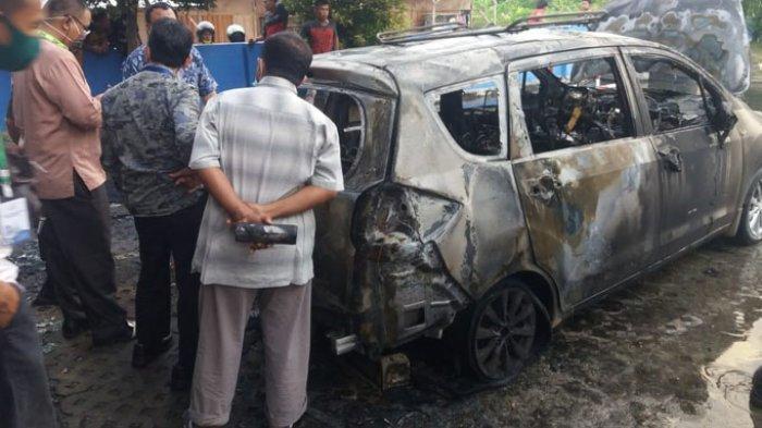 Entah Dari Mana Asal Muasalnya, Tiba-tiba Mobil Dokter Terbakar di Parkiran RS Aulia Pekanbaru