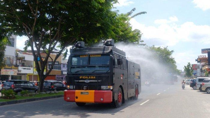 Ruas Jalan Protokol di Pekanbaru Disemprot Cairan Disinfektan, Antisipasi Penyebaran Covid-19