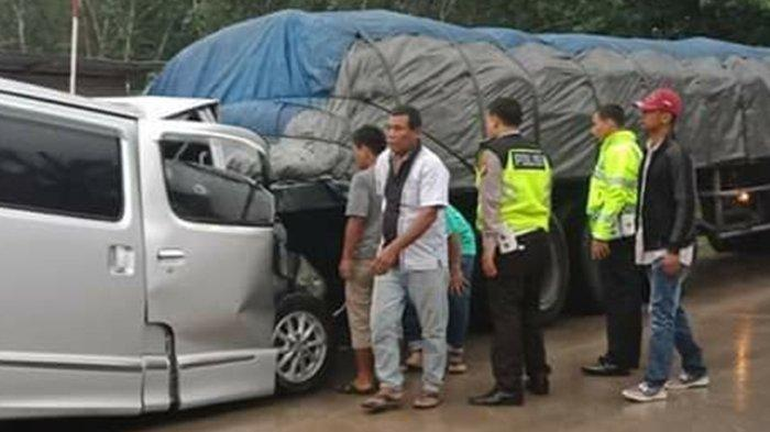 Mobil Travel Hantam Truk Trailer yang Sedang Berhenti di Simpang Kumu Rohul, Sopir Tewas di Tempat
