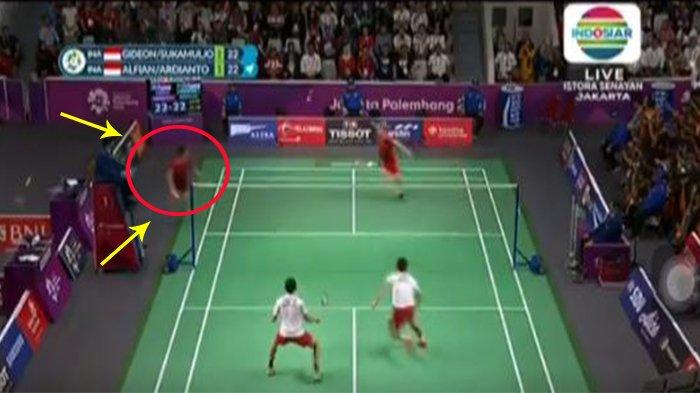 Video Detik-detik Aksi Ganti Raket Kevin Sanjaya Saat Pertandingan Final Bulutangkis Asian Game 2018