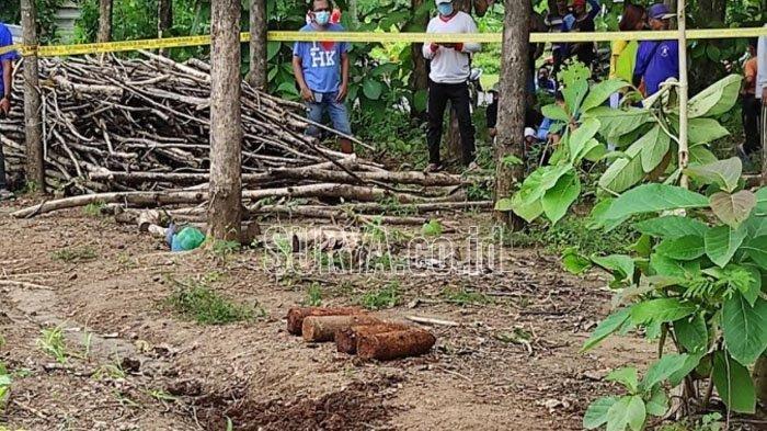 Mortir yang ditemukan di ladang petani di Desa Ngrukem, Kecamatan Mlarak, Ponorogo, Senin (1/3/2021).