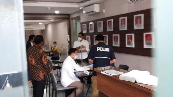 Michael Yukinobu de Fretes alias MYD alias Nobu, tiba di Gedung Krimsus Polda Metro Jaya sekira pukul 10 WIB.