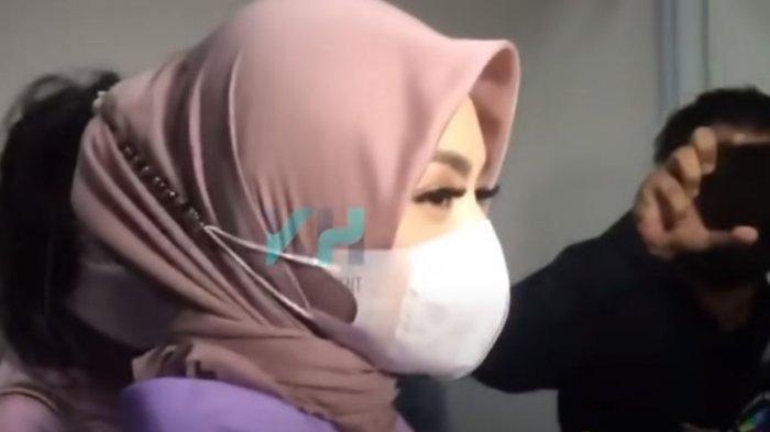Nathalie Holscher Tersedu-sedu setelah Dapat Wejangan dari Ustaz Maulana, 'Bantu Aku Ya Allah'