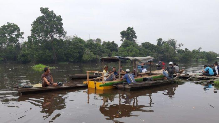 Warga Temukan Sampan dan Senter, Seorang Nelayan di Kuala Terusan Pelalawan Diduga Tenggelam