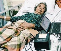 Nenek yang Terbaring Sakit RSUD PH Tembilahan Didatangi Tim Disdukcapil Inhil, Kenapa Ya?
