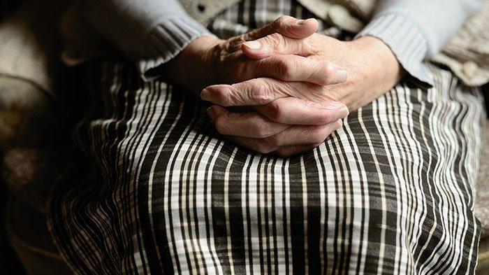 Siang Hari Seorang Nenek Dirampok, Korban Dimasukkan ke Dalam Mobil kemudian Diperlakukan Begini