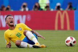 Waduh, Akibat Aksi Diving Neymar, Anak-anak SD Dilarang Bermain Sepak Bola
