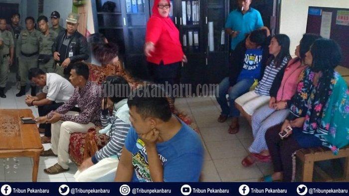 OPERASI Yustisi di Riau, Satpol PP Pergoki Dua Pasangan Muda Mudi di Hotel, Amankan 8 Wanita & Miras