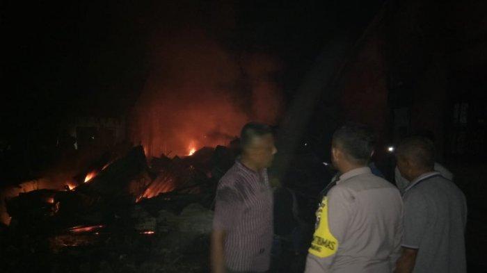 Warga Lari Berhamburan, Pabrik Kerupuk di Perawang Siak, Riau Terbakar