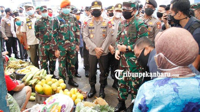 FOTO: Panglima TNI dan Kapolri Tinjau Penerapan Disiplin Protokol Kesehatan di Pasar Kodim Pekanbaru - panglima-tni-dan-kapolri-ke-pasar-kodim.jpg