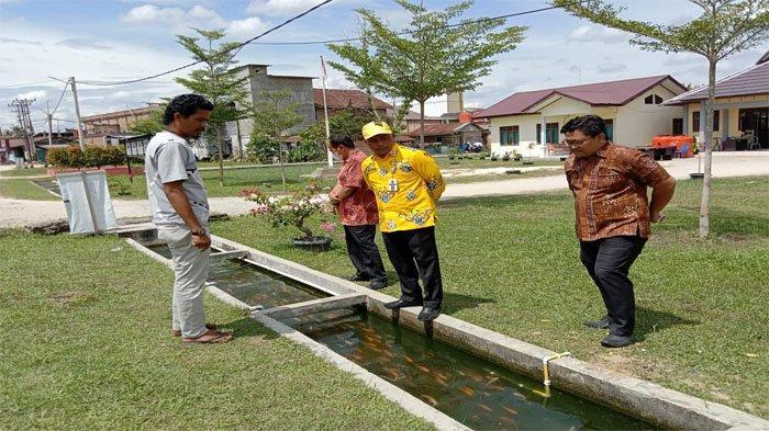 Parit Jadi Kolam Ikan, Desa Tanjung Sawit di Kampar jadi Inspirasi Kadis PMD Dukcapil Riau