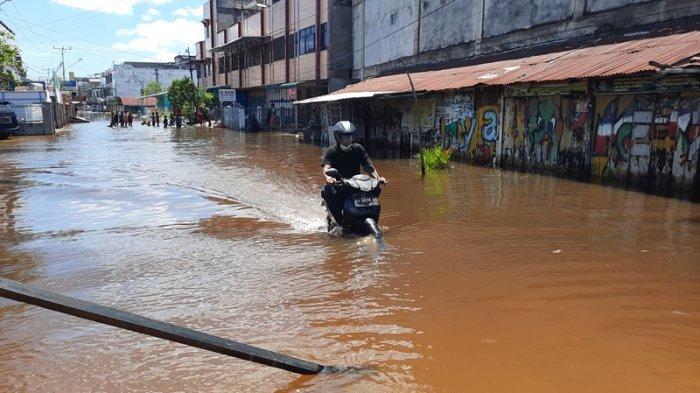 Pasang Keling Rendam Lagi Sejumlah Ruas Jalan di Dumai, Warga Sebut Airnya Lebih Tinggi dari Kemarin