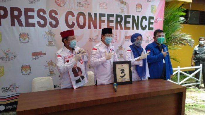 Paslon Halim - Komperensi kala konperensi pers usai pencabutan nonor urut di KPU Kuansing, Kamis (24/9/2020) lalu.