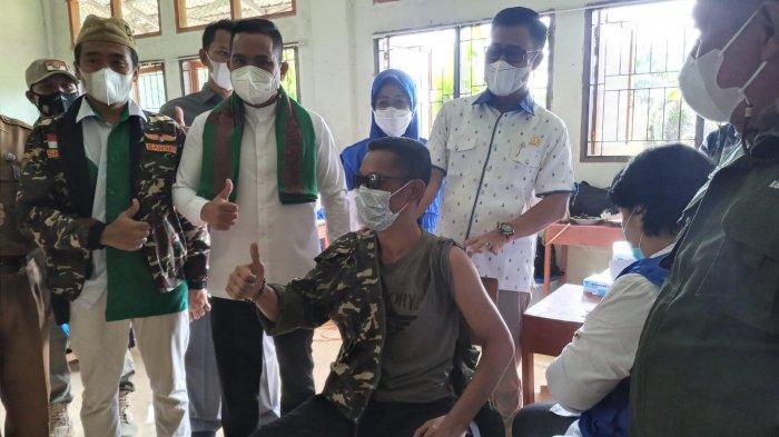 Pastikan Vaksin Tersalurkan ke Masyarakat Bupati Pelalawan Zukri Tinjau Vaksinasi di Beberapa Tempat