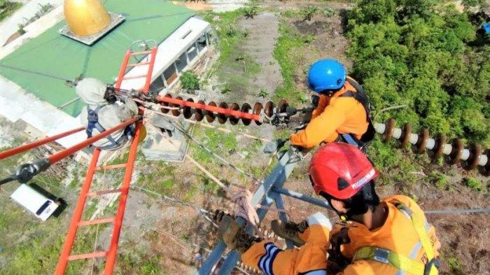 Pasukan Khusus PLN Berjuang Demi Menjaga Terangnya Bumi Lancang Kuning