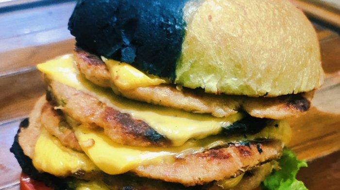 Bunglon burger patty dengan lapis keju
