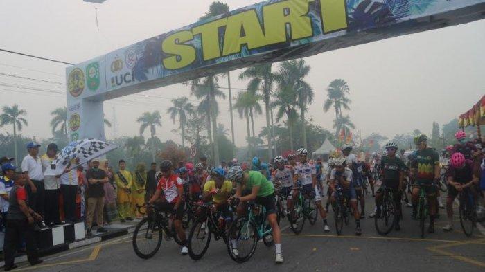 Enam Pebalap Tour de Siak Menyerah Saat Race Etape IV karena Kabut Asap