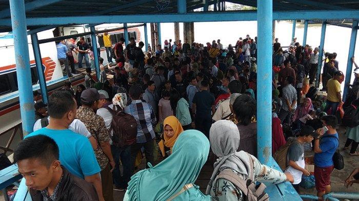 Arus Kedatangan di Pelabuhan Selatpanjang Riau Meningkat Sejak H-2 Imlek