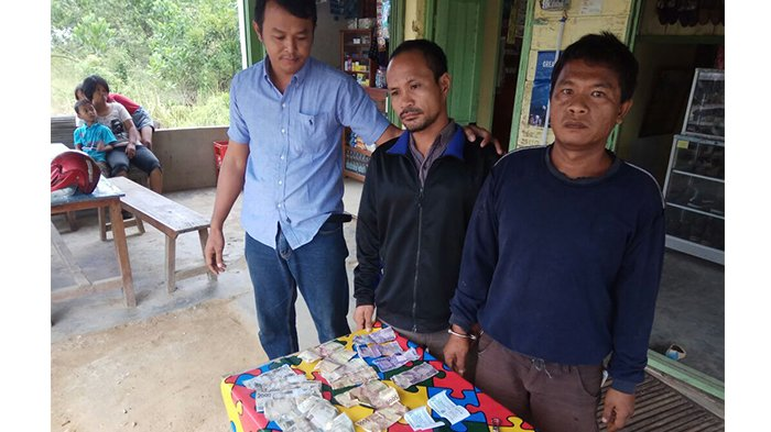Berani Pungli Kendaraan yang Lewat di Jalan Sungai Naga, 2 Pria Ini Dicokok Polisi