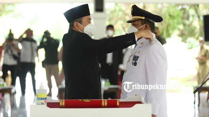 Gubri) Syamsuar resmi melantik Kepala Dinas Komunikasi, Informatika dan Statistik (Diskominfotik) Provinsi Riau, Chairul Riski sebagai Penjabat (Pj) Bupati Indragiri Hulu (Inhu), Senin (29/3/2021).