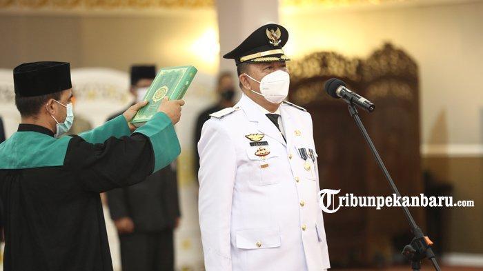 Wakil Gubernur Riau Edy Afrizal Natar Nasution resmi melantik Kepala Dinas Tenaga Kerja dan Transmigrasi (Disnakertrans) Provinsi Riau, H. Jonli sebagai Penjabat (Pj) Walikota Dumai, Sabtu (30/1/2021) di Balai Pauh Janggi, Gedung Daerah Jalan Diponegoro Pekanbaru.  Edi Natar Nasution berharap kepada PJ Walikota Dumai yang baru dilantik ini dapat memaksimalkan amanah ini. Meski masa jabatan PJ Walikota Dumai tidak lama, namun Wagubri meminta kepada Jonli agar dapat menjalankan tugasnya sebagai PJ Walikota dengan baik.a Dumai definif dilantik.