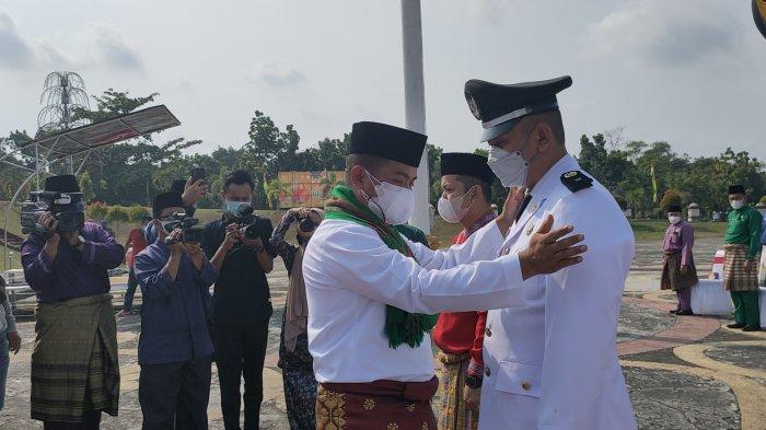 Pelantikan pejabat Pelalawan eselon III dan IV sebanyak 183 orang di lingkungan Pemerintah Kabupaten (Pemkab) Pelalawan pada Jumat (30/07/2021), merupakan pertama kali sejak kepemimpinan Bupati Zukri dan Wakil Bupati Nasarudin SH MH sebagai kepala daerah.