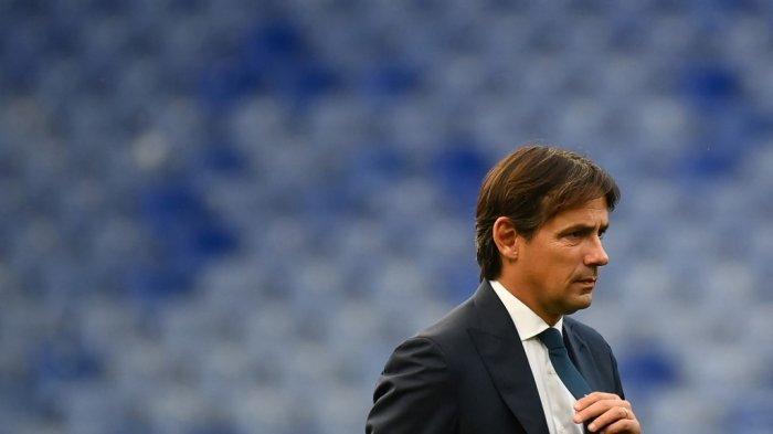 Foto ini diambil pada 17 Oktober 2020 pelatih Lazio Simone Inzaghi terlihat saat pertandingan sepak bola Serie A Italia Sampdoria vs Lazio pada 17 Oktober 2020 di stadion Luigi Ferraris di Genoa.