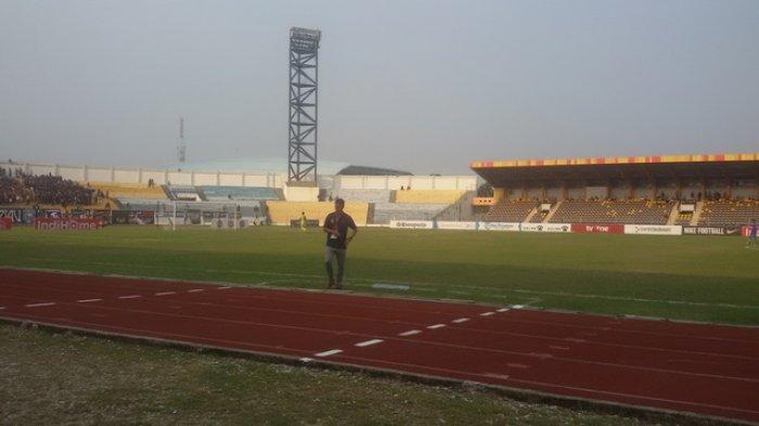 BOLA LOKAL: Selama Masa Libur Kompetisi, Begini Perawatan Stadion Kaharuddin Nasution Rumbai