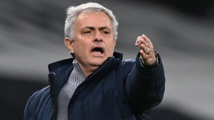 Mantan Pelatih Tottenham Hotspur Jose Mourinho kini kembali ke Italia menukangi AS Roma.