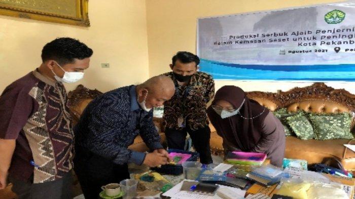 Pelatihan Pembuatan Penjernih Air Gambut Untuk Peningkatan Ekonomi Masyarakat Kota Pekanbaru