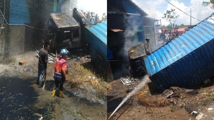 Pemadam melakukan penyiraman truk kontainer yang terbakar di Jalan Raya Lingkar Selatan, Kecamatan Lianganggang, Kota Banjarbaru, Kalsel, Selasa (14/9/2021)