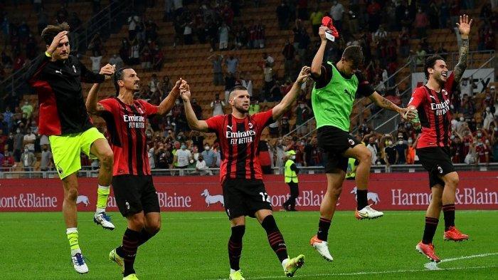 Para pemain AC Milan merayakan kemenangan 2-0 dalam pertandingan sepak bola Serie A Italia antara AC Milan dan Lazio di Stadion San Siro di Milan, pada 12 September 2021.