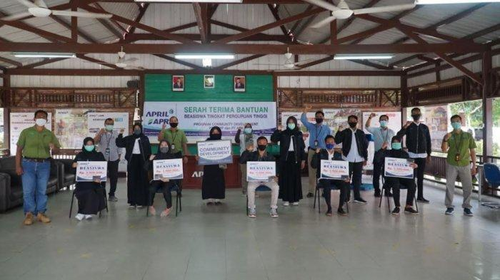 Pembagian beasiswa RAPP untuk tingkat perguruan tinggi dilaksanakan mengikuti protokol kesehatan di BPPUT Town Site 2, Pangkalan Kerinci beberapa waktu lalu