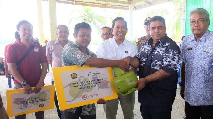 207 Nelayan Inhil Terima Paket Konversi BBM Ke BBG