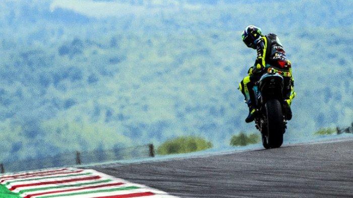 Pembalap Petronas Yamaha SRT asal Italia, Valentino Rossi, saat sesi latihan bebas untuk Grand Prix Moto GP Italia di trek balap Mugello pada 28 Mei 2021 di Scarperia e San Piero.