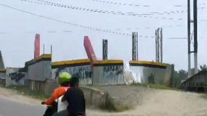 Pembangunan Jembatan Sei Wampu yang menelan biaya Rp 75 Miliar, hingga kini belum kunjung selesai. Warga berharap KPK mengusut perkara ini.