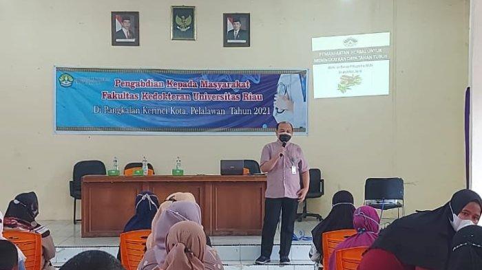 Pemberian Edukasi kepada Masyarakat, oleh dosen KJFD Farmakologi Fakultas Kedokteran Universitas Riau