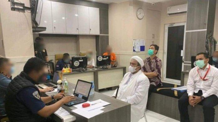 UPDATE Penangkapan Rizieq Shihab: Begini Penampakan Rizieq Saat Diperiksa